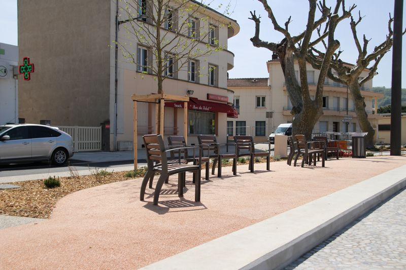 saint-vallier-stabilise-renforce-place-champ-de-mars